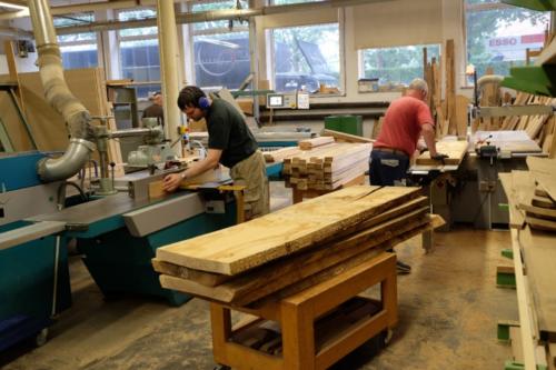 Arbeiten in der Orgelbauwerkstatt